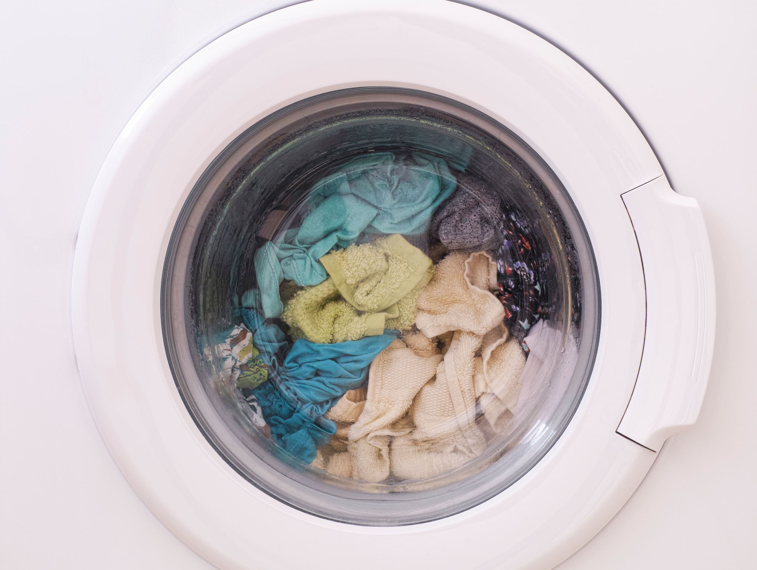 Full_Laundry_Load_Clothes_Spinning